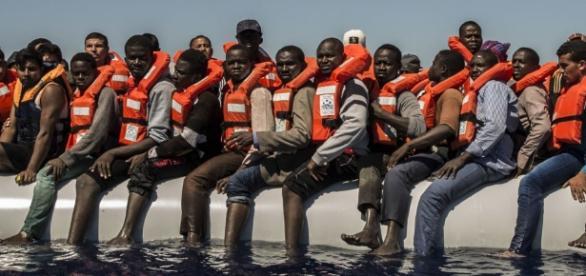 Mittelmeer: 4500 Migranten gerettet – fünf Tote entdeckt - sputniknews.com
