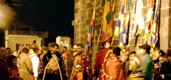 Romanos en el atrio de la iglesia, a la espera de Jesucristo