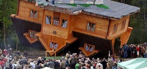Casa de cabeça para baixo, em Szymbark