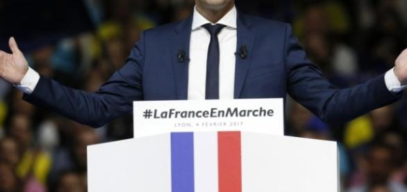 Emmanuel Macron corre per l'Eliseo da favorito.