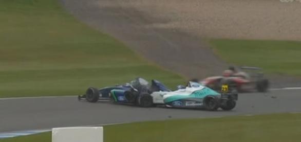 Piloto chocou-se violentamente contra a traseira de outro competidor