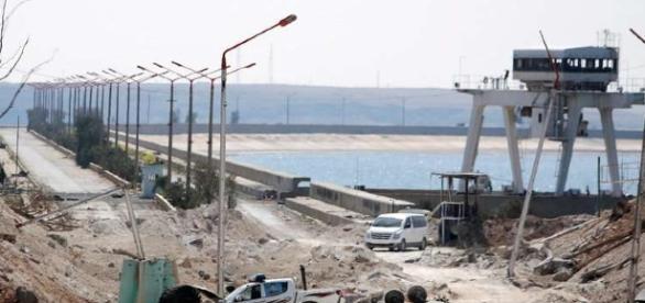 Imaginea arată barajul hidroenergetic situat în partea de nord a orașului Tabqa, pe râul Eufrat - Foto: © REUTERS/Rodi Said