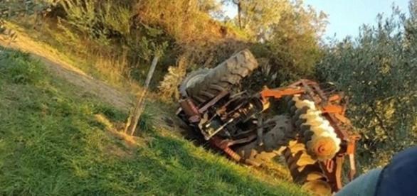 Un agricoltore di Brisighella perde la vita volando in una scarpata con il suo trattore.