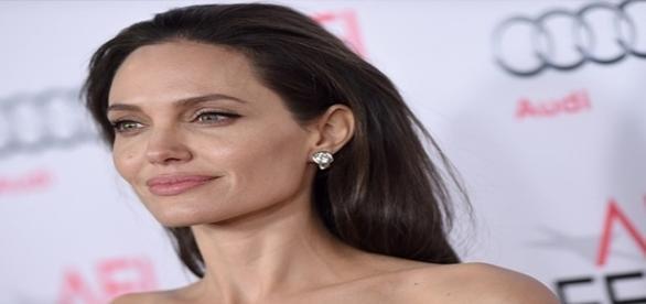 Atriz Angelina Jolie parece ter superado o divórcio
