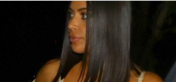 Kim Kardashian saiu para um jantar, em Los Angeles