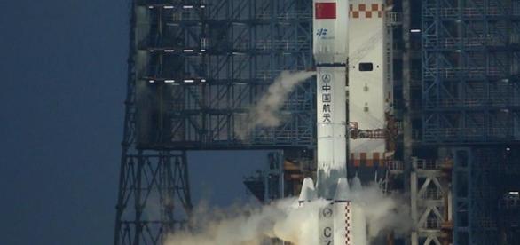Tianzhou 1 acoplado ao foguete Long March Y72: primeira nave espacial não tripulada chinesa