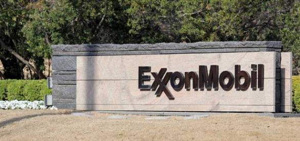 Exxon Mobil Sees $25 Billion In Capex, Backs Dividend ... - investors.com