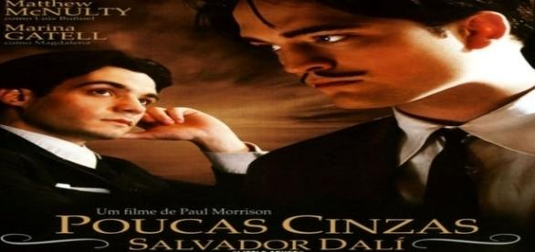 Robert Pattinson interpretando Salvador Dalí.