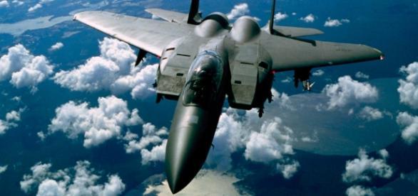 Urlaubsflieger sind schöner. Kampfjets sind nötig. (Source URG Suisse: Blasting News Archive / pixabay)