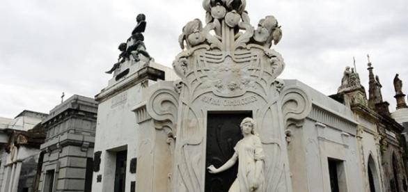 Recoleta, entre los cementerios más increíbles del mundo - clarin.com