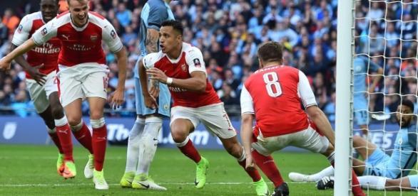 Alexis anotó el definitivo, Guardiola sin títulos en la temporada.