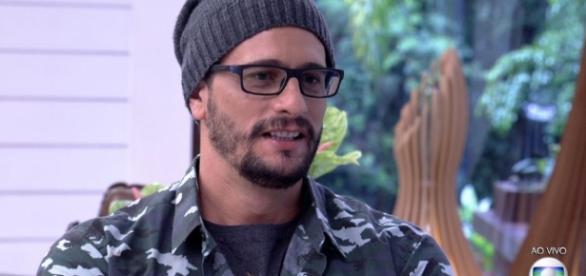 BBB17: Daniel que foi acusado ser de gay e de ter Aids revela namoro com ex-BBB