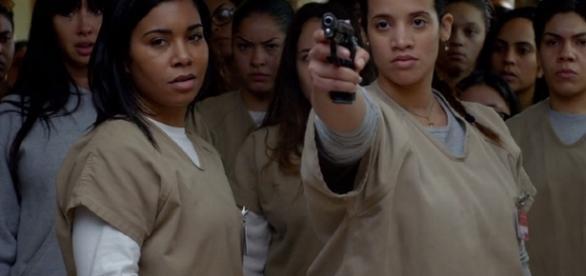 """Daya aponta arma para guarda em """"OITNB"""""""