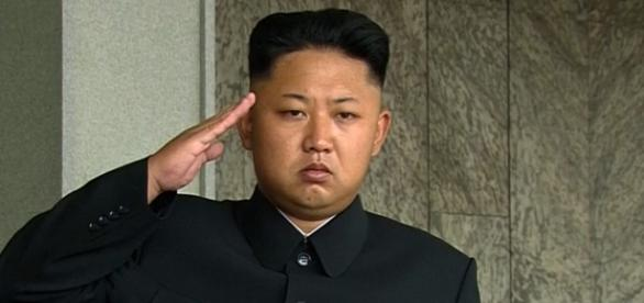 Líder da Coreia do Norte, Kim Jong-un, diz que responderá a um possível ataque dos Estados Unidos