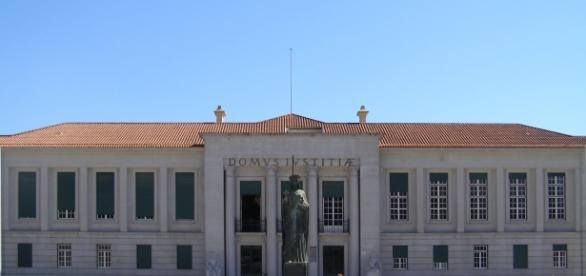 A mãe já está sendo ouvida no Tribunal de Guimarães
