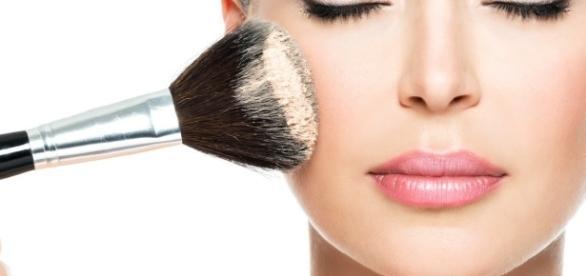 Homens gostam de mulheres que se maquiam em poucos minutos