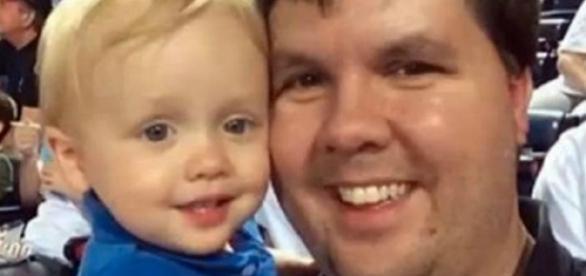 Justin Harris com o bebê Cooper