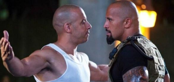 Vin Diesel e Dwayne Johnson durante o filme
