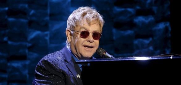 Cantor Elton John cancela shows