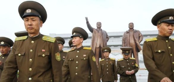 Coreia do Norte comemora 85º aniversário do Exército com exercício militar