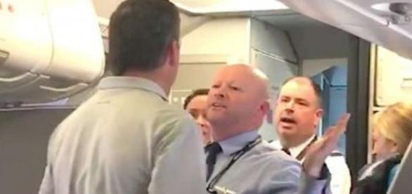 American Airlines apologises after flight attendant challenges ... - scmp.com