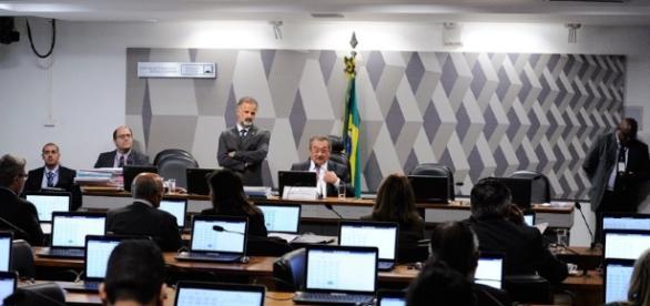 Fim do foro privilegiado, reforma política e teto de gastos foram ... - leg.br