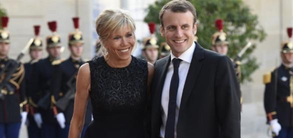 Francia: Emmanuel Macron ha la moglie stratega, Brigitte (di 24 ... - tweetimprese.com