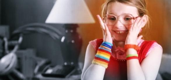 Atriz de 'Pequena Miss Sunshine' revela que foi estuprada - Google
