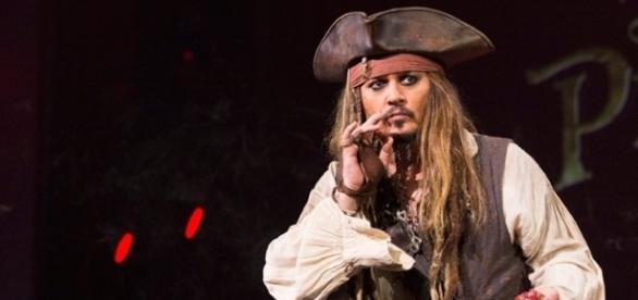 Johnny Depp surprises D23 Expo as he appears in character as Jack ... - news-entertainment.net