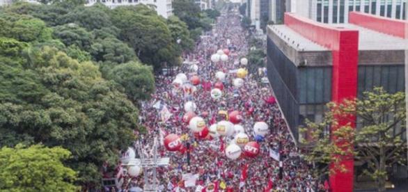 Lideranças sindicais conclamam a a população a não fazer compras para ajudar na greve geral
