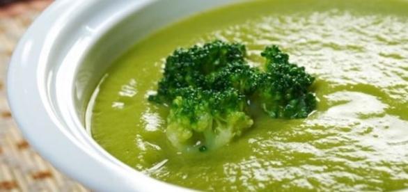 Saiba como fazer uma deliciosa e saudável sopa de brócolis