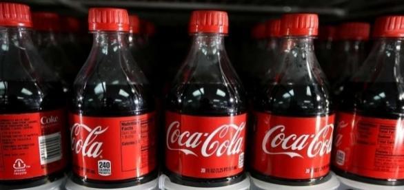 "Coca-Cola diz que marca é ""alvo de ataques"""