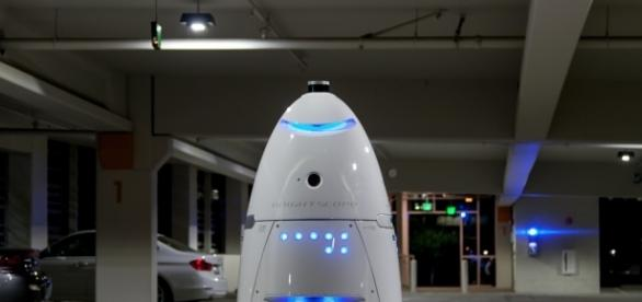 Knightscope K5 security robot floors toddler at US shopping mall - ibtimes.co.uk