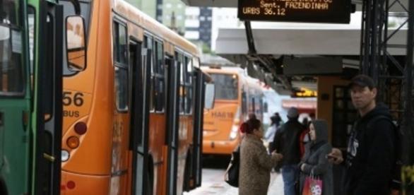 A ausência de meios de transporte coletivo é um problema sério para quem não aderiu à greve