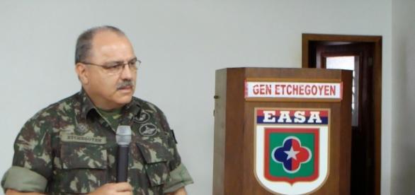 General mais cotado para assumir o Exército, se concretizada a articulação do presidente, é Sérgio Westphalen Etchegoyen