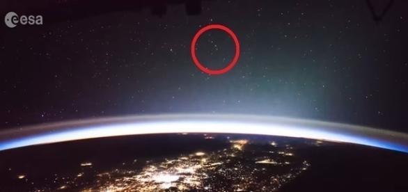 Objetos voadores não identificados gravados por astronauta francês (ESA)