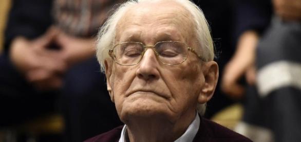 Oskar Gröning, ex-oficial nazista, durante seu julgamento na Alemanha