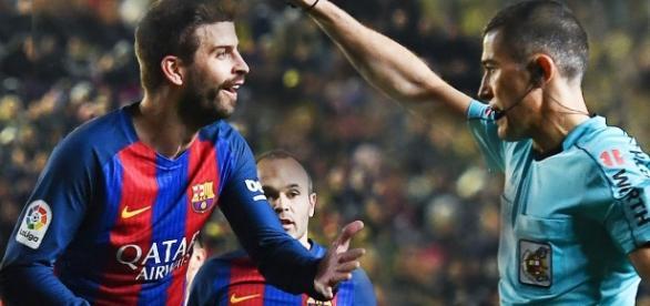 Piqué, prensa catalana y aficionados culés se queján. Foto: Miguel Serrano