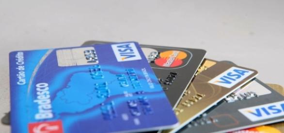 Qual a melhor saída para evitar o endividamento com o cartão de crédito?