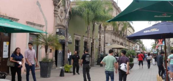 Se ha vuelto peatonal el pasaje de Juárez y han proliferado comercios y restaurantes.
