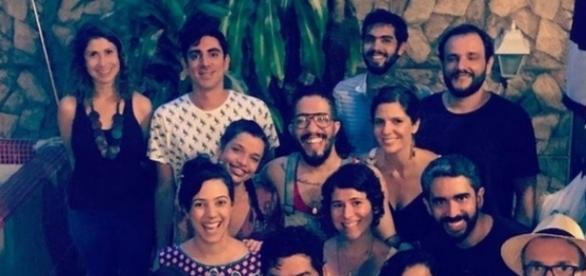 Adnet foi em churrasco com Jean Wyllys e fotografou com amigos (Foto: Reprodução)