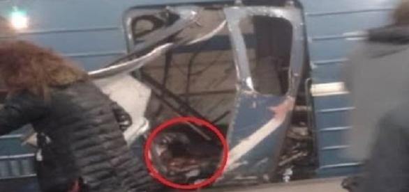 As imagens mostram as repercussões do ataque, a área foi isolada pelos investigadores. (Reprodução/ Ruslan Shamukov/AFP).