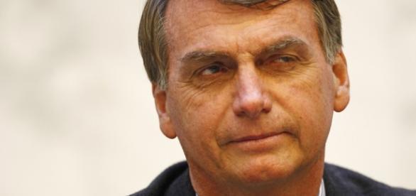 Bolsonaro aparece bem nas pesquisas de intenção de votos