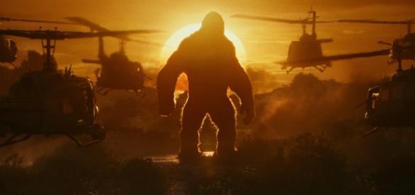 """O macacão em uma das belas imagens de """"Kong - A Ilha da Caveira"""""""
