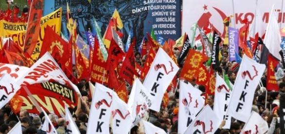 20 minutes - Manifestations dispersées au gaz lacrymogène - Monde - 20min.ch