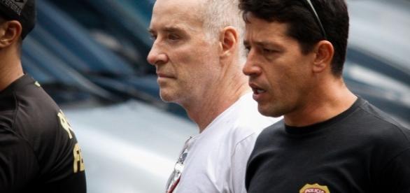 Eike Batista sendo conduzido pela Polícia Federal
