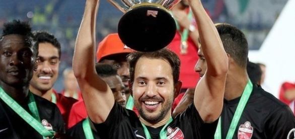 Éverton conquistou várias vitórias jogando no Al-Ahli Saudi Football Club