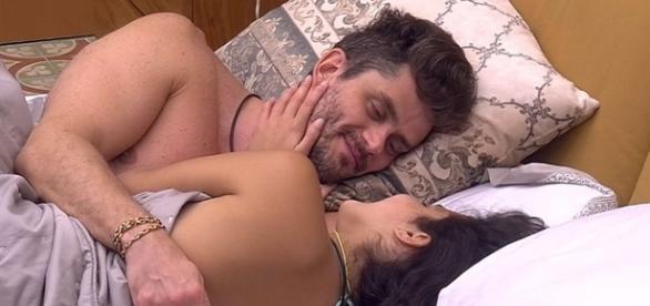 Marcos se declarou para Emilly no BBB 17 (Foto: Reprodução/TV Globo)