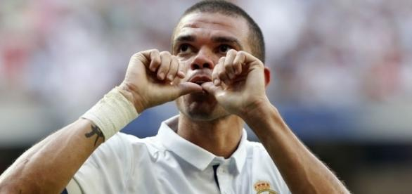 Pepe holding out for two-year Real Madrid contract | MARCA in English - marca.com
