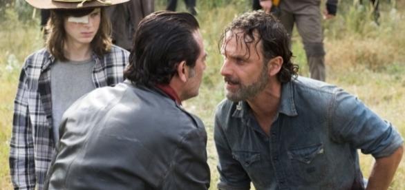 The Walking Dead : la guerre est lancée mais il va falloir attendre 6 long mois pour découvrir la suite